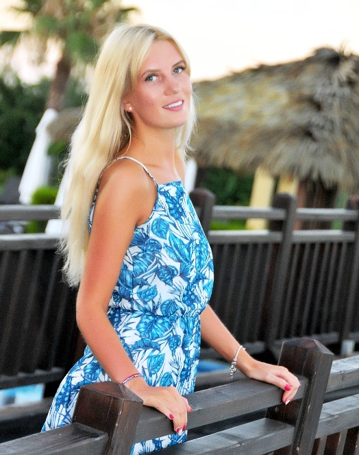 Attractive Ukrainian women on dating websites looking for a life partner abroad